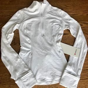 NWT LULULEMON long sleeve Run Briskly 1/2 Zip